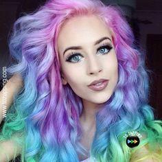 10 reglas para teñir tu cabello. Algo que muchas mujeres hacemos es experimentar con el pelo, especialmente cuando los años avanzan y las primeras canas