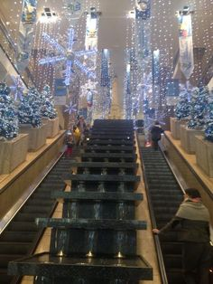 Christmas decorations and mini fountains at Water Tower Place, downtown Chicago. Chicago Christmas, Chicago Winter, Chicago Area, Chicago Illinois, Chicago Travel, Travel Usa, Christmas Lights, Christmas Time, Merry Christmas