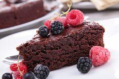 Schokoladenkuchen auf Französisch. Kalorien: zéro, Geschmack: oh là là! Plus Tipp, wie Ihnen nie wieder der Puderzucker schmilzt.