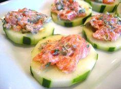 Tartare de salmón en rodajas de pepino