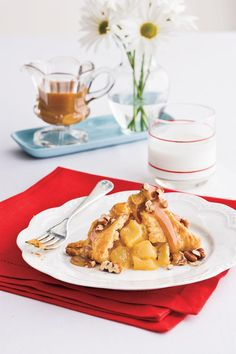 Your Way: Quick Apple Dumpling Bundles - Mama's Way or Your Way?  - Southernliving. Short on time? You can still enjoy the flavors of this classic, comforting dessert. To make Anne's Quick Apple Bundles you only need 6 ingredients, including refrigerated piecrust, frozen spiced apples, and jarred caramel sauce.     Why We Love Your Way   Only 6 ingredients 	Uses a refrigerated piecrust 	20-minute bake time Recipe: Quick Apple Dumpling Bundles