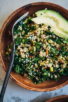 Healthy Brown Rice Salad w/ Kale + Sesame Seeds Well and Full Smoothies Vegan, Whole Food Recipes, Cooking Recipes, Potato Recipes, Pasta Recipes, Rice Salad Recipes, Dinner Recipes, Chicken Recipes, Dessert Recipes