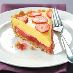 Banana-Berry Pie Recipe -Here's a gorgeous pie that really looks like you fussed. It features a crunchy graham cracker crust with a touch of ginger, a lovely fresh strawberry layer and tasty banana cream topping. Cupcakes, Pie Recipes, Sweet Recipes, Just Desserts, Delicious Desserts, Biscotti, Banana Cream Pudding, Banana Berry, Banana Pie