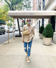 Le Fashion: This Fashion Editor Proves that Distressed Denim is Still Trending —@evachen212 Fashion It girl, Eva Chen, gives us so much fall outfit inspiration with this easy look, but the main focus is on her distressed denim. Unlike the ultra-skinny silhouette of past years, today's distressed jeans look fresh in a cropped straight-leg cut. We love how Eva elevates this casual style with a classic blazer, a pair of feminine flats, and a designer bag.