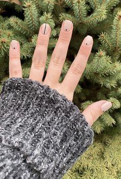 27 Classy Nail Art Design For Winter 16 – – nageldesign. Minimalist Nails, Minimalist Art, Cute Nails, Pretty Nails, Hair And Nails, My Nails, Fall Nails, Spring Nails, Summer Nails