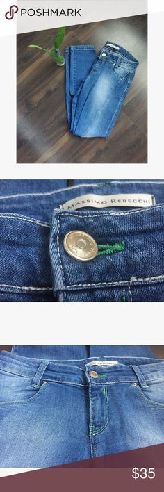 Massimo Rebecchi Skinny Cropped Jeans S Skinny cotton jeans, made in Italy. The size claimed is TG. 44 (Italian). I'm 26/27 US jeans and they fit me perfectly. Wore them may be 2 times so there is no signs of being worn. Has cute green details Massimo Rebecchi Jeans Skinny