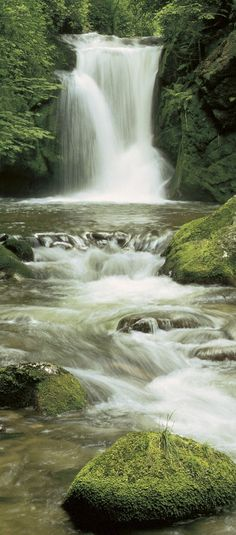 Der Wasserfall - Als ausdrucksstarkes Türdekor. / 2-1256  Pura Kaunui Falls
