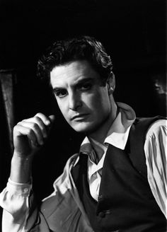 """cinemaocd: """"Robert Donat in The Devil's Disciple, photographed by Angus McBean. Thanks to the lovely """" Hollywood Men, Vintage Hollywood, Hollywood Stars, Classic Hollywood, Robert Donat, Robert Montgomery, Most Handsome Actors, Cinema, That's Entertainment"""