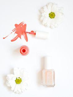 Kesäkynsien suosikit! ♥ Lumene Gel Effect 16 Kukkaketo ♥Essie kynsien vahvistaja grow stronger http://monasdailystyle.fitfashion.fi/2016/05/11/summer-nails/