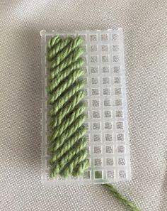 Canvas Plasticas | Mis Creaciones - Micreaciones.net Needlepoint Stitches, Needlework, Plastic Canvas Patterns, Tissue Boxes, Blog, Embroidery, Mayo, Sewing Ideas, Bakery