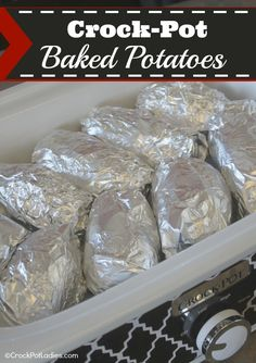 Crock-Pot Baked Potatoes - This recipe is so stinkin' easy you are going to want to try it today! Casserole Crock Recipes, Slow Cooker Casserole, Crockpot Dishes, Crock Pot Slow Cooker, Crock Pot Cooking, Slow Cooker Recipes, Crockpot Recipes, Cooking Recipes, Ninja Recipes