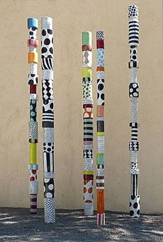 (Totem made of cans) russell public art/sculpture inspiration. Could have the group make a group totem with 1 can painted by each student; or support network/family/important relationships totem*~bcp Classe D'art, Collaborative Art Projects, Group Art Projects, Painted Sticks, Outdoor Art, Recycled Art, Art Classroom, Art Club, Art Plastique
