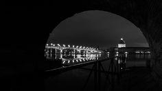 Le #pont Saint-Pierre de #Toulouse passe au-dessus de la #Garonne et relie la place Saint-Pierre à l'hospice de la Grave. C'est un #pont au tablier métallique, entièrement reconstruit en 1987.  Photo prise depuis l'Ecluse Saint Pierre. Toulouse, Place Saint Pierre, Grave, Sydney Harbour Bridge, Photos, Steel Deck, Bridge Pattern, Pictures