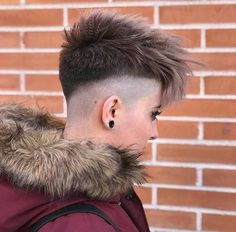 There is Somthing special about women with Short hair styles. I'm a big fan of Pixie cuts and buzzed cuts. Enjoy the many different styles. Girls Short Haircuts, Modern Haircuts, Cute Hairstyles For Short Hair, Short Hair Cuts, Undercut Hairstyles Women, Tomboy Hairstyles, Short Hair Undercut, Wild Hairstyles, Medium Hair Styles