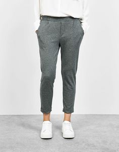 1bebb34df1f Enjoy every moment of the day this SS 2019 with women s trousers from  Bershka. Checked