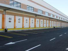 74 portoni Cargo della serie Breda Steel Line, sinonimo di affidabilità ed efficienza, installati nella sede TNT in provincia di Milano