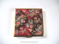 Kigu Powder Compact, square shape red top floral pattern, 1950s vintage costume accessory