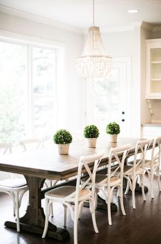 Nice 65 Gorgeous Farmhouse Dining Room Table and Decorating Ideas https://homemainly.com/2030/65-gorgeous-farmhouse-dining-room-table-decorating-ideas