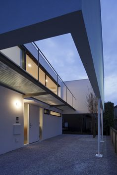 Exterior aspect of Ring House in Tokyo, Japan by Apollo Architects