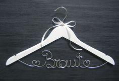 Hochzeitsbügel Kleiderbügel Braut von YouniqueWed auf DaWanda.com