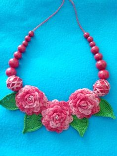 Stylish-handmade-crochet-necklace-with-flowers-and-wooden-beads-decorations