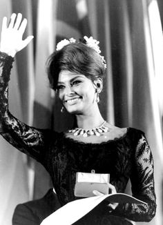 Sophia Loren at the Cannes Film Festival, Sophia Loren Film, Sophia Loren Images, Old Hollywood Movies, Classic Hollywood, Hollywood Actresses, Carlo Ponti, Old Movie Stars, Cinema, Italian Actress