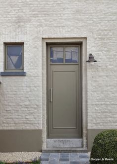 ideas for exterior brick grey garage doors Grey Garage Doors, Exterior Front Doors, House Paint Exterior, Exterior Siding, Exterior Paint Colors, Exterior House Colors, Paint Colors For Home, Siding Colors, House Siding