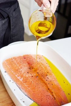 Delicious And Foolproof Way To Cook Salmon Pour olive oil over the whole thing and scatter thyme and lemon slices on and around the fish. Baked Salmon Recipes, Fish Recipes, Seafood Recipes, Appetizer Recipes, Cooking Recipes, Healthy Recipes, Cooking Games, Recipies, Cooking Classes
