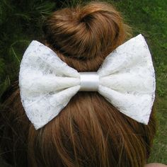 Lace Hair Bow/Ivory Hair Bows for Teens women by ClipaBowBoutique on Wanelo Hot Pink Hair, Pink Hair Bows, Teen Hairstyles, Pretty Hairstyles, Short Hairstyle, Everyday Hairstyles, Lace Hair, Lace Bows, Little Bow