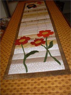 Lindo caminho de mesa, feitos em patchwork com tecidos 100% algodão, estruturado com manta, forrados com tecidos também de algodão.