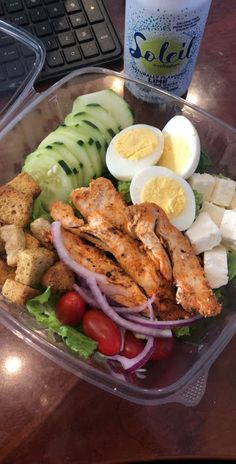 Are you looking to mix up your lunch meal prep? Check out these 17 healthy make ahead work lunch ideas that you can make for work this week! Are you looking to save some money? food recipes meals ideas 17 Healthy Make Ahead Work Lunch Ideas Lunch Meal Prep, Healthy Meal Prep, Healthy Drinks, Healthy Snacks, Healthy Eating, Nutrition Drinks, Quick Healthy Food, Keto Meal, Healthy Protein