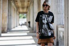 Während unserem #bloggerbazaarHQ haben wir unsere Lieblings-Streetstyle-Stars in den RebelleKleiderschrank und dann vor die Linse von unserem Fotografen Hyped Vision geladen. Es ist jedes Mal so spannend zu sehen wie jede Einzelne der Bloggerihren ganz individuellen Look aus dem Luxus-Sortiment von Rebelle zusammenstellt. Mehr gibt's hier: http://www.blogger-bazaar.com/2016/07/06/bloggerbazaarhq-best-street-style/ Fashion Week, Streetstyle, Blogger,  lisarvd, sunglasses, Berlin
