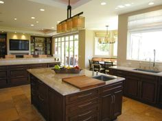 Combine Traditional Style and Trends in Transitional Kitchens Pictures