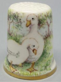 Geese - Gansos. Dunheved. Firmado D. Wilson. Thimble-Dedal-Fingerhut.