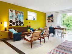 キッチンのところの黄色イメージ + 冷蔵庫裏のタイル壁も