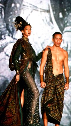 JFFF AWARDS feat Deden Siswanto @DenSiswanto 'Culturecstatic'  @JFFF_Info from my  #PathFashionReport #tenun #ikat #bali #fashion #indonesia #jfff #jf3 #dedensiswanto #appmi Bali Fashion, Ikat, Queens, Awards, Sari, Style, Saree, Swag, Saris