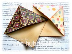 corner bookmark + video tutorial  http://www.thehybridchick.com/2010/01/corner-bookmark-video-tutorial/#