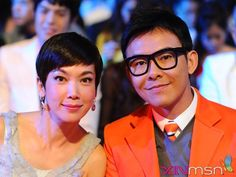 the lovely kym and bryan wong at star awards 2011, where she bagged the best variety show host for the third time.