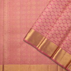The opulence of the Kanakavalli kanjivaram sari comes into the spotlight for bridal and trousseau choices in the Valli Muhurtham curation. Kanakavalli Sarees, Kanjivaram Sarees Silk, Indian Silk Sarees, Kanchipuram Saree, Indian Clothes, Indian Outfits, Saree Dress, Sari, Pattu Saree Blouse Designs