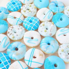 Who would you share these with? Fancy Donuts, Cute Donuts, Christmas Donuts, Christmas Desserts, Donut Drawing, Donut Icing, Donut Decorations, Donut Birthday Parties, Delicious Donuts