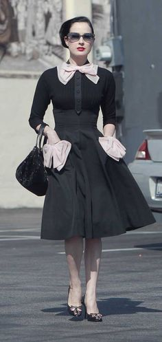 Dita Von Teese    From: www.thefashionpol...Divine fifties style dress!Streetstyle