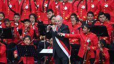 PPK tocó el flautín con la sinfónica juvenil de Manchay [VIDEO]