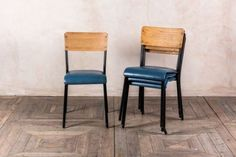 retro-school-chairs