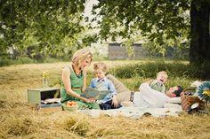 Family picnic photo shoot