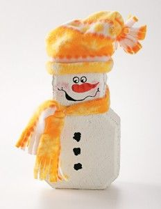 No-Melt Snowman Winter Craft. indoors or out, this colorful Winter Craft is the perfect home accent. Snowman Crafts, Christmas Projects, Holiday Crafts, Christmas Ideas, Snowman Party, Brick Crafts, Stone Crafts, Pallet Crafts, Great Christmas Gifts