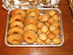 Another favorite out of my Amish cookbook ! We used to live near an Amish community and their doughnuts and breads were unbelievable ! Time listed does not include the rising or frying. Amish Pie, Amish Bread, Amish Doughnut Recipe, Donut Recipes, Pastries Recipes, Bread Recipes, Chicken Recipes, Croissants, Dutch Recipes