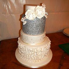 Tara & Jarrad's Wedding Cake #countryweddings #weddingcake #wedding #eyg2016