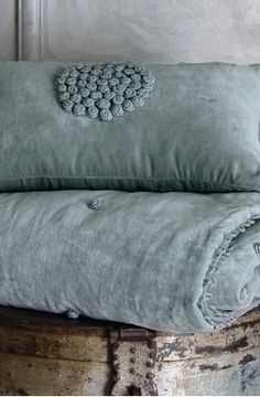 duck egg blue I kacsatojás kék Beige Bed Linen, Bed Pillows, Cushions, Quilt Pillow, Bed Linens, French Country Bedrooms, Linens And Lace, Duck Egg Blue, Duck Duck