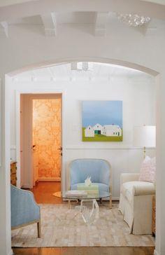 Olá perfects,   Esta casa tem uma série de coisas de que gosto bastante:  - Base neutra  - Tons suaves  - Obras de arte  - Papeis de parede ...