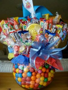 Such a delicious gift candy bouquet. Gift Bouquet, Candy Bouquet, Candy Gifts, Jar Gifts, Creative Gifts, Cool Gifts, Holiday Gifts, Christmas Gifts, Xmas